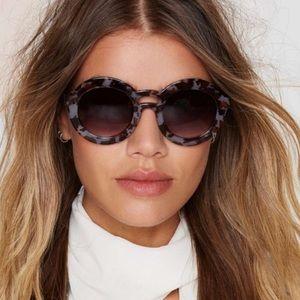 Nasty Gal • Grey Tortoise Shell Round Sunglasses